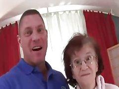 76 år gammal tunna farmor marcela suger knullade och cummed på